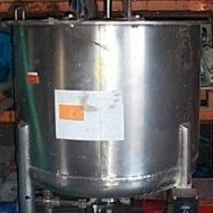 450 Lts stainless steel single skin mixing tank.